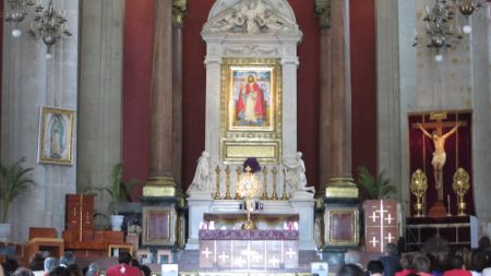 Holy Eucharist Exposed in Basilica of Our Lady of Guadalupe